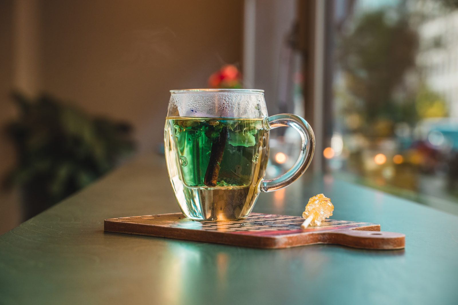 Does Caffeine or Green Tea Improve Weight Loss Outcomes?